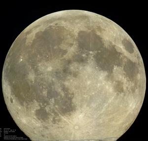 Изображение Луны, сделанное при помощи 12-и AVI-файлов и обработанное в RegiStax 6 и Photoshop