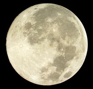 Изображение Луны, сделанное при помощи четырех AVI-файлов и обработанное в RegiStax 6 и Photoshop