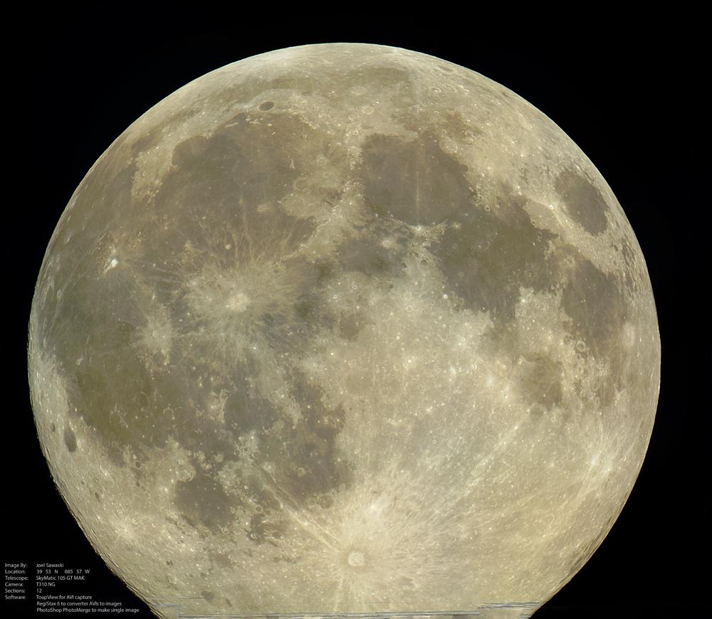 Изображение Луны, сделанное при помощи 12-и AVI-файлов